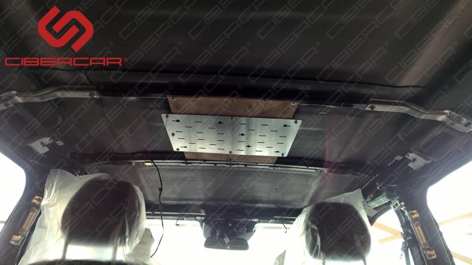 Площадка для установки потолочного монитора - огромнейших размеров.