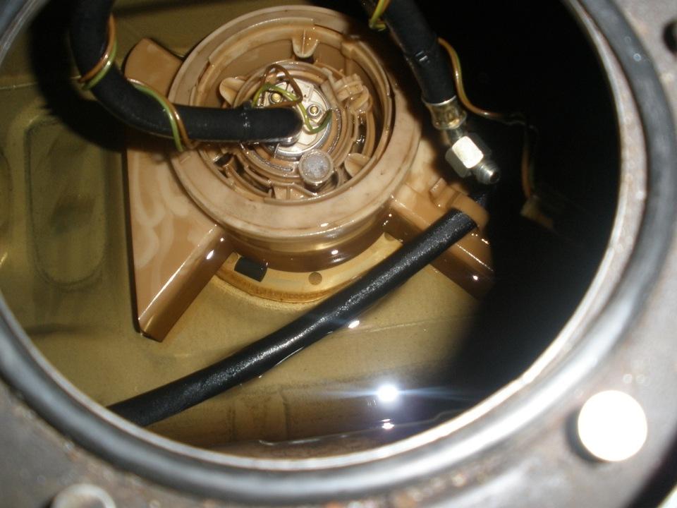 как поменять топливный насос на audi 100 с объемом 2.6