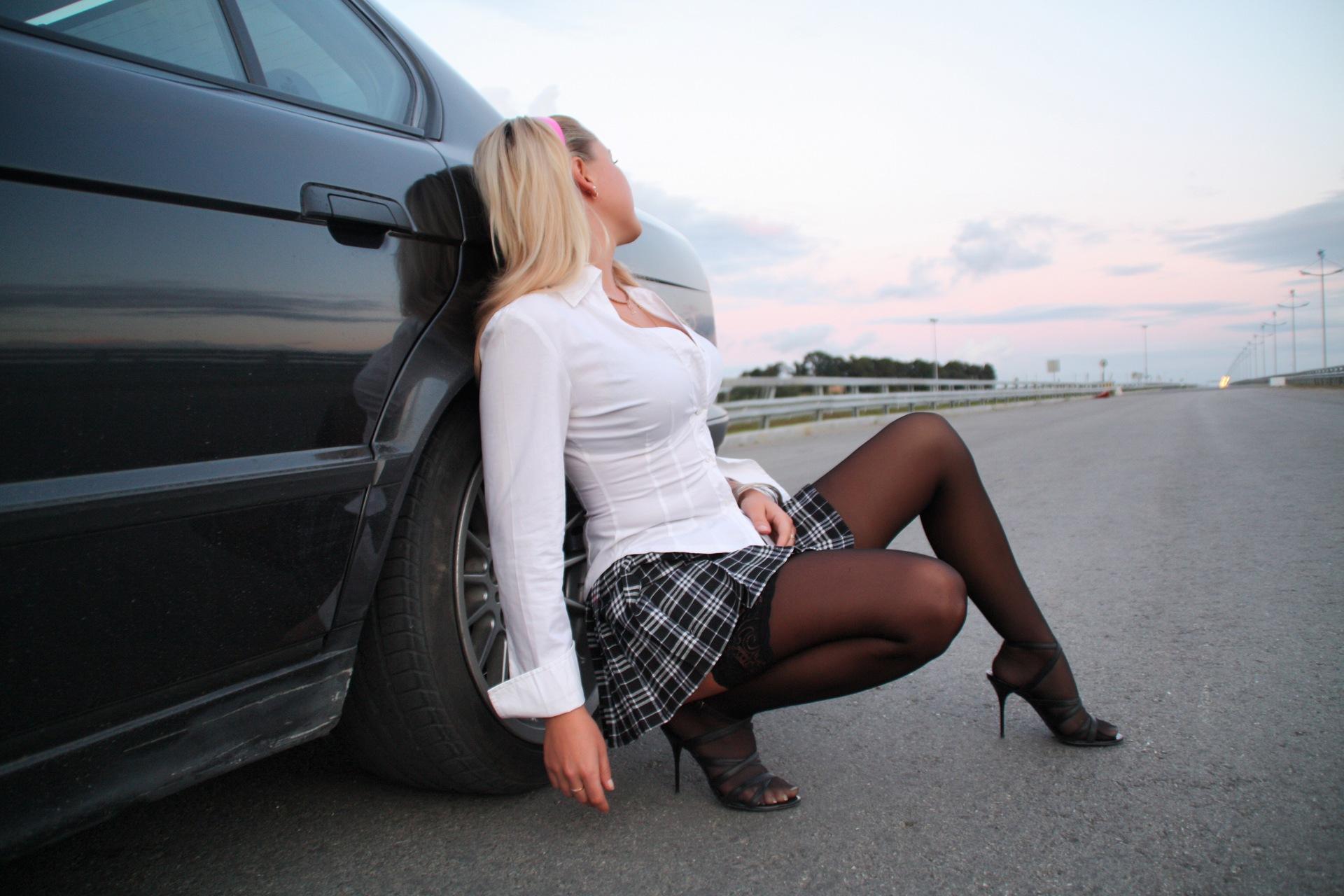 Фото девушек в чулках и у машин — 8