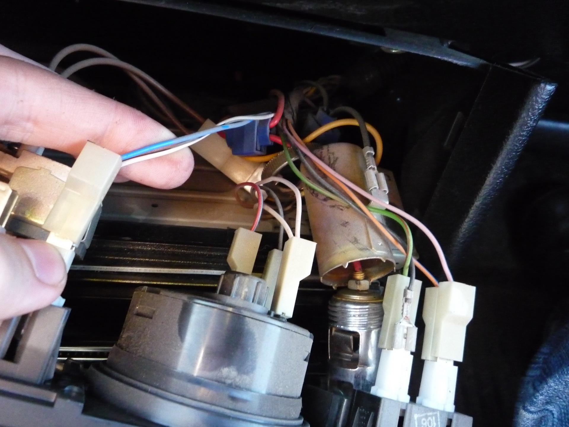 к каким проводам подключается магнитола на ваз 2107