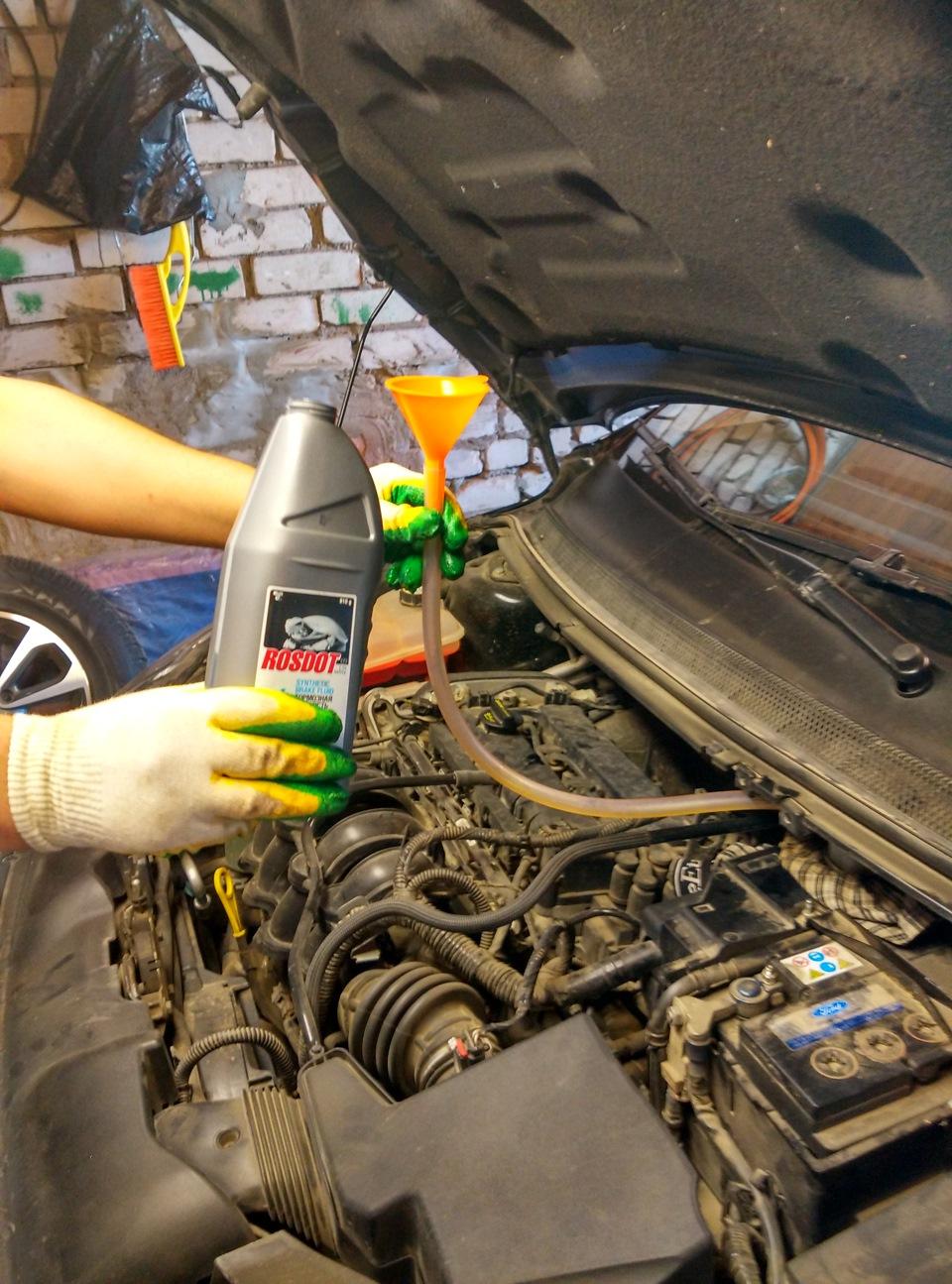 Замена тормозной жидкости на форд фокусе 2 52