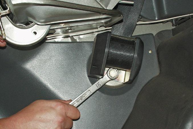 установка задних ремней безопасности на ваз 2107