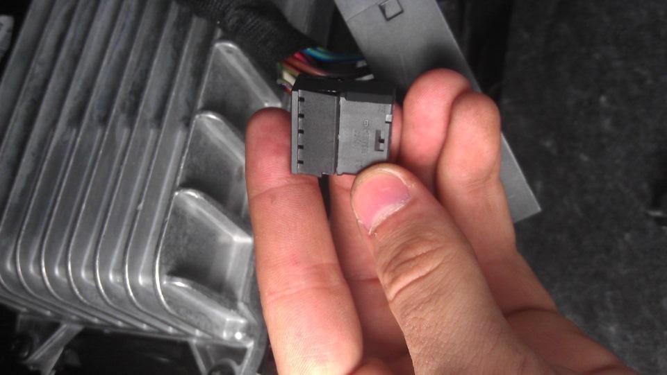 Подскажите, находил инструкцию как сделать AUX там нужны проводки 000 979 025. кто подскажет они есть с разными...