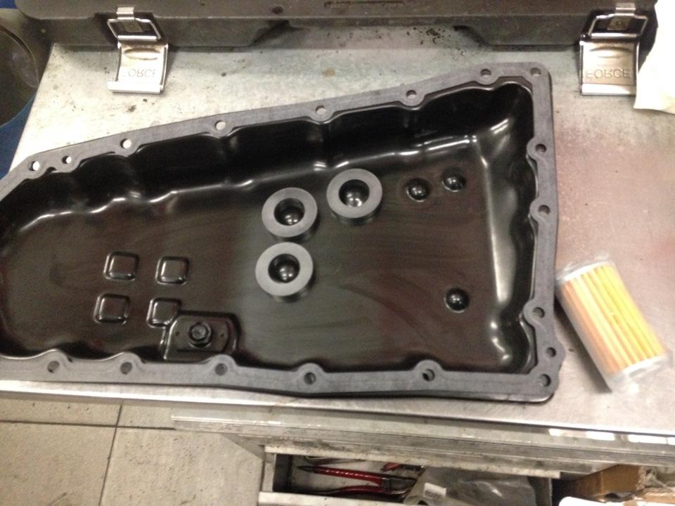 Чистые поддон и магниты, новая прокладка поддона и фильтр тонкой очистки