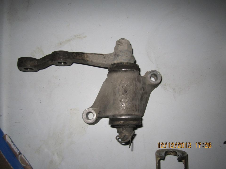 Снятие старого маятникового рычага на ваз-2107