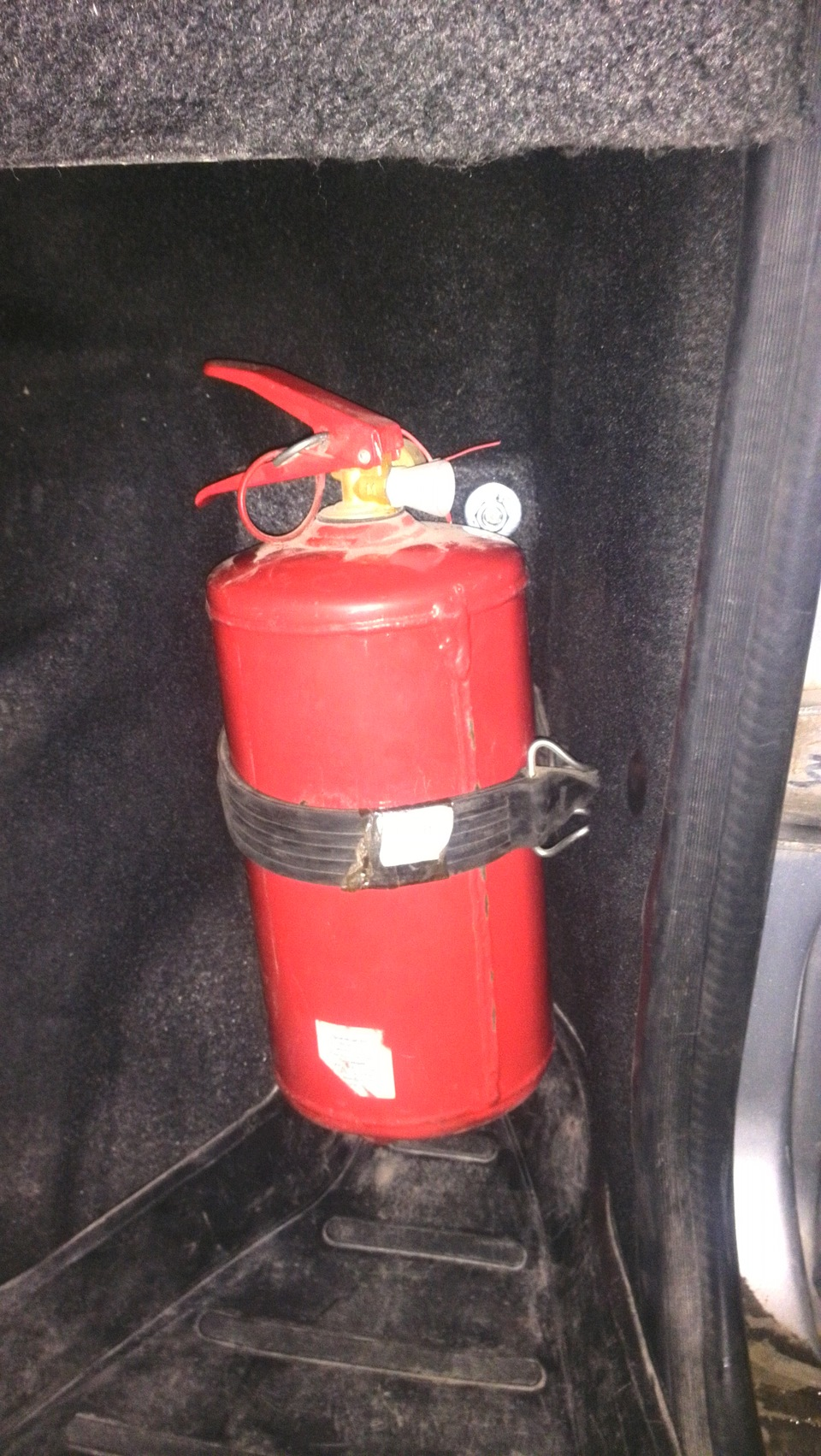 Как сделать крепление для огнетушителя