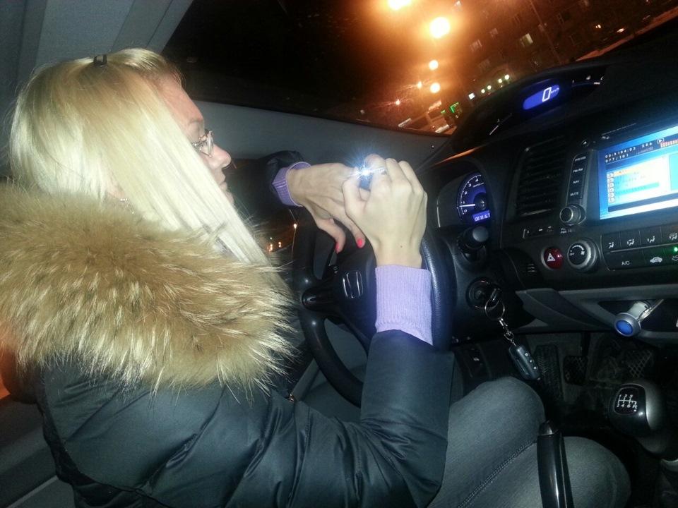 фото жена сосет в авто также, ничуть стесняясь