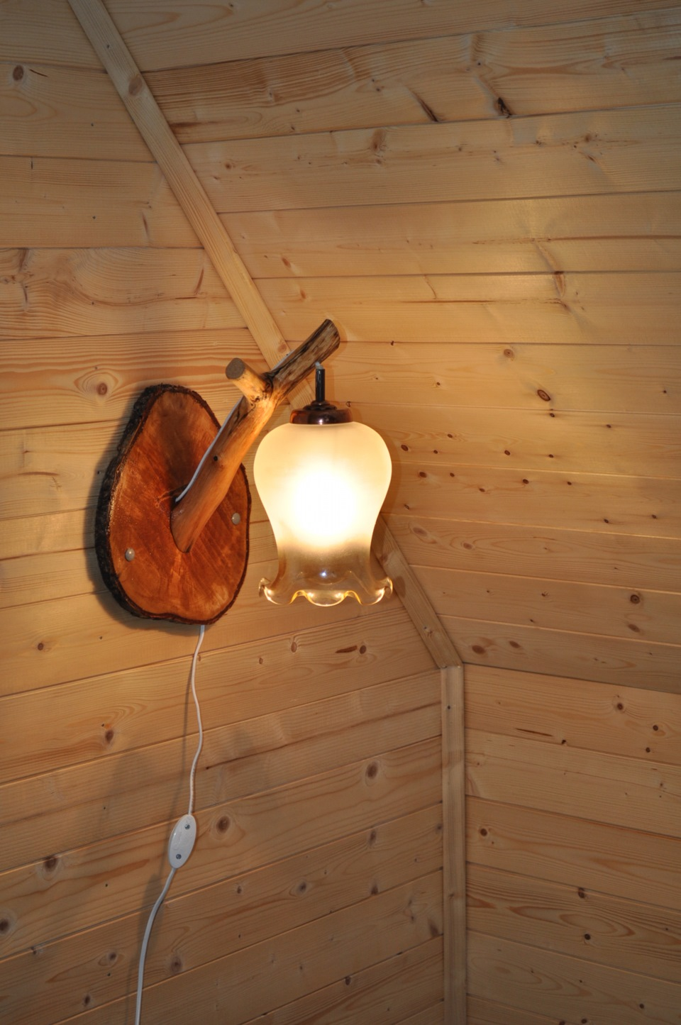 Декоративные светильники из дерева своими руками фото 31