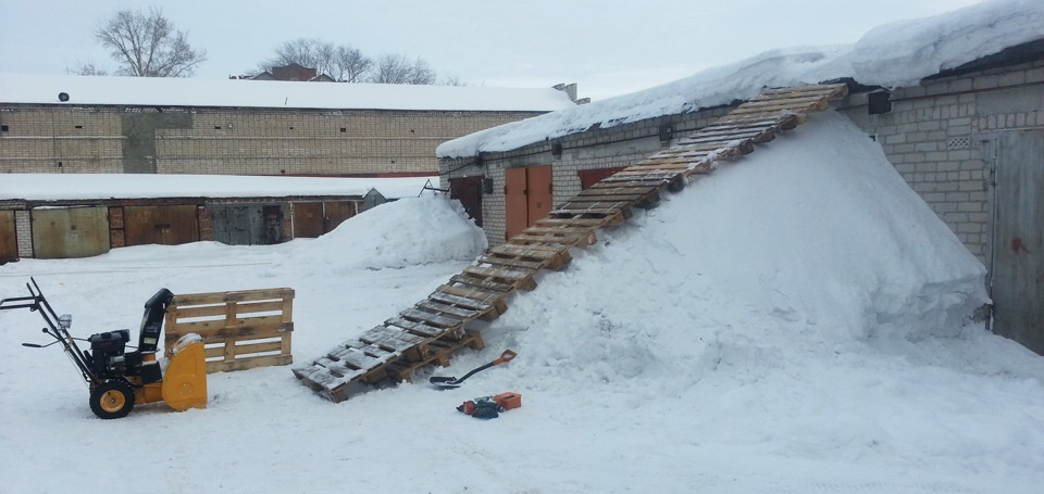 как быстро скинуть снег с крыши