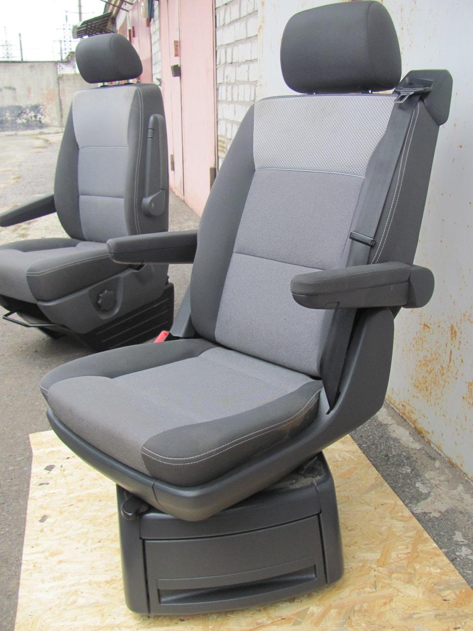 Поворотное кресло в авто