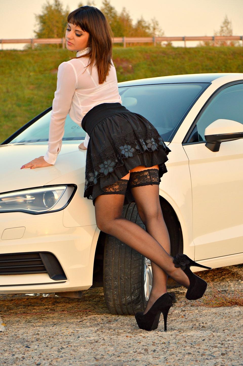 Широко раздвинутую фото девушки в чулках коротких юбках индивидуальные