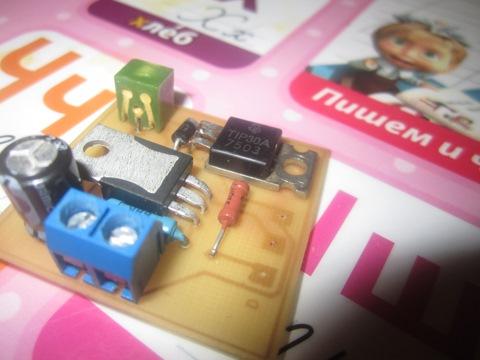 Собрал схему плавного гашения салонного света. транзистор кт 818 заменил на TIP30 не обращайте внимания на качество...