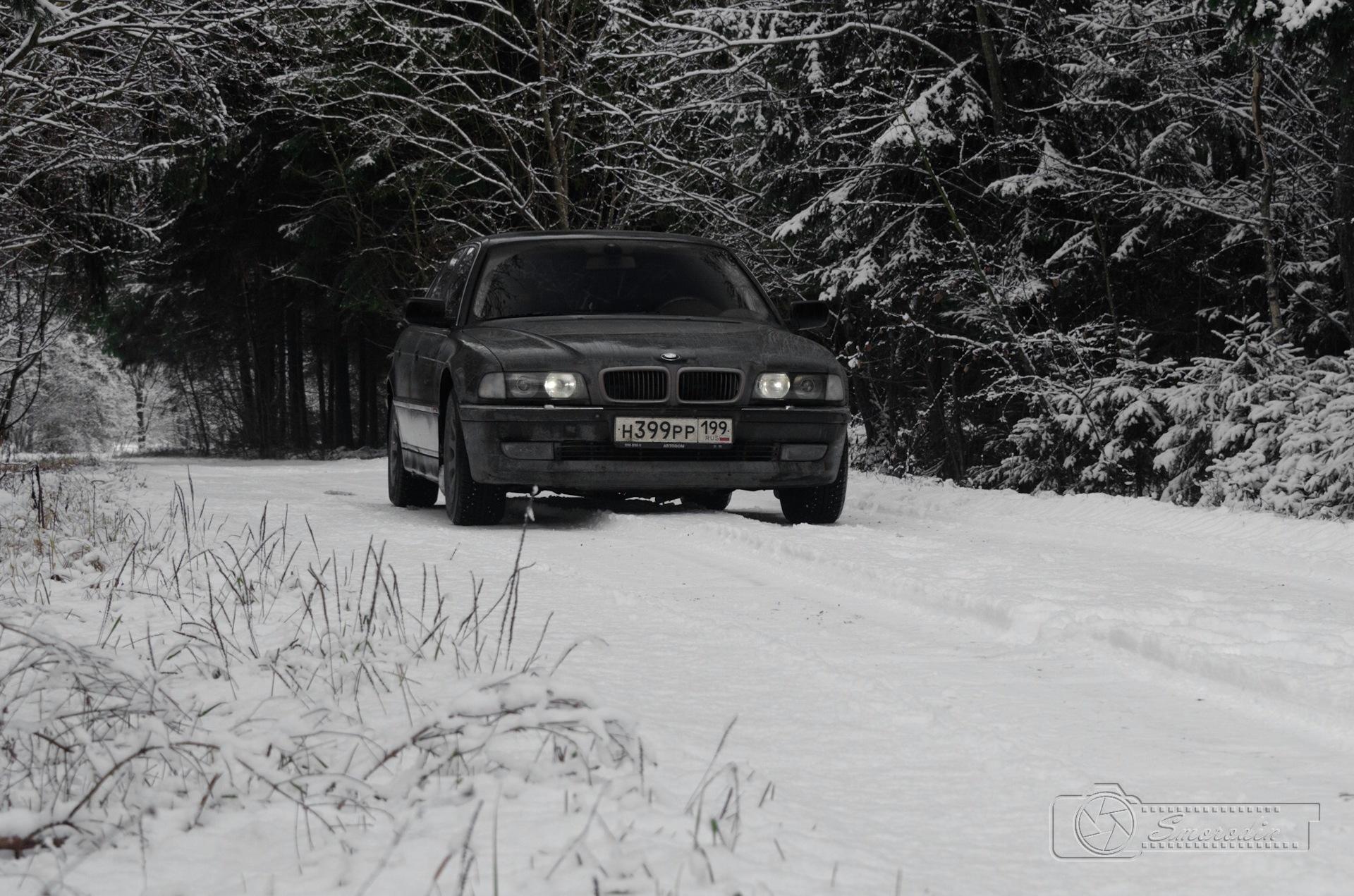 бмв семерка на снегу фото короткая