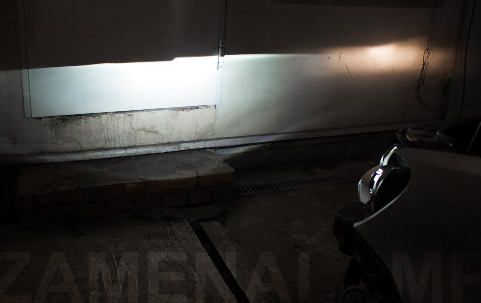 volkswagen touran Справа штатный рефлекторный свет, слева установлена биксеноновая линза 3.0 дюйма под лампу D2S (D1S)