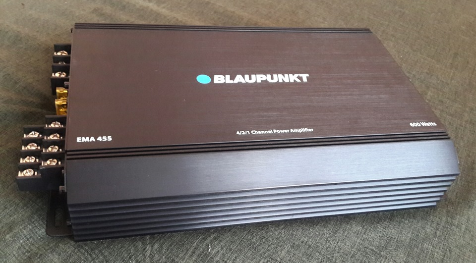 The next component came to my auto sound. The Blaupunkt EMA 455. The main criterion was that there were high-voltage inputs.