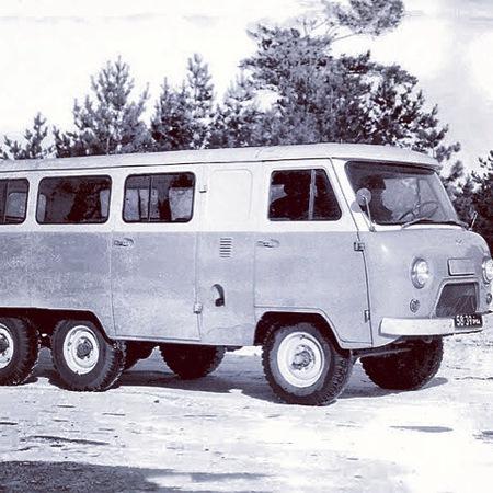 УАЗ-452К – трехосная буханка. УАЗ-452К (1973 г.) – экспериментальный шестнадцатиместный автобус с колесной формулой 6х4.