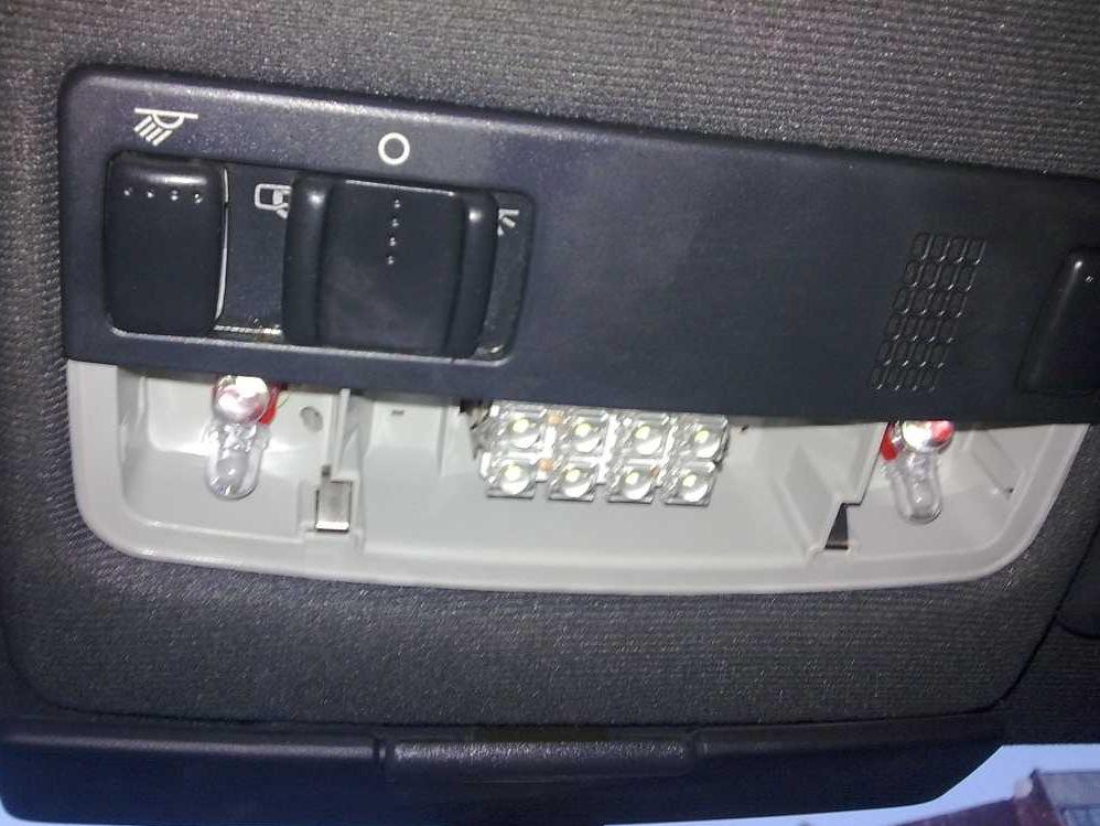 Замена плафона освещения салона октавия тур Замена моторного масла в двигателе рено лагуна 2
