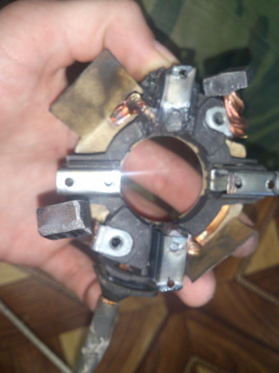 Щетки стартера ВАЗ 2110 - фото, описание на VAZ-2110.net: http://vaz-2110.net/starter/shetki-startera-vaz-2110.html