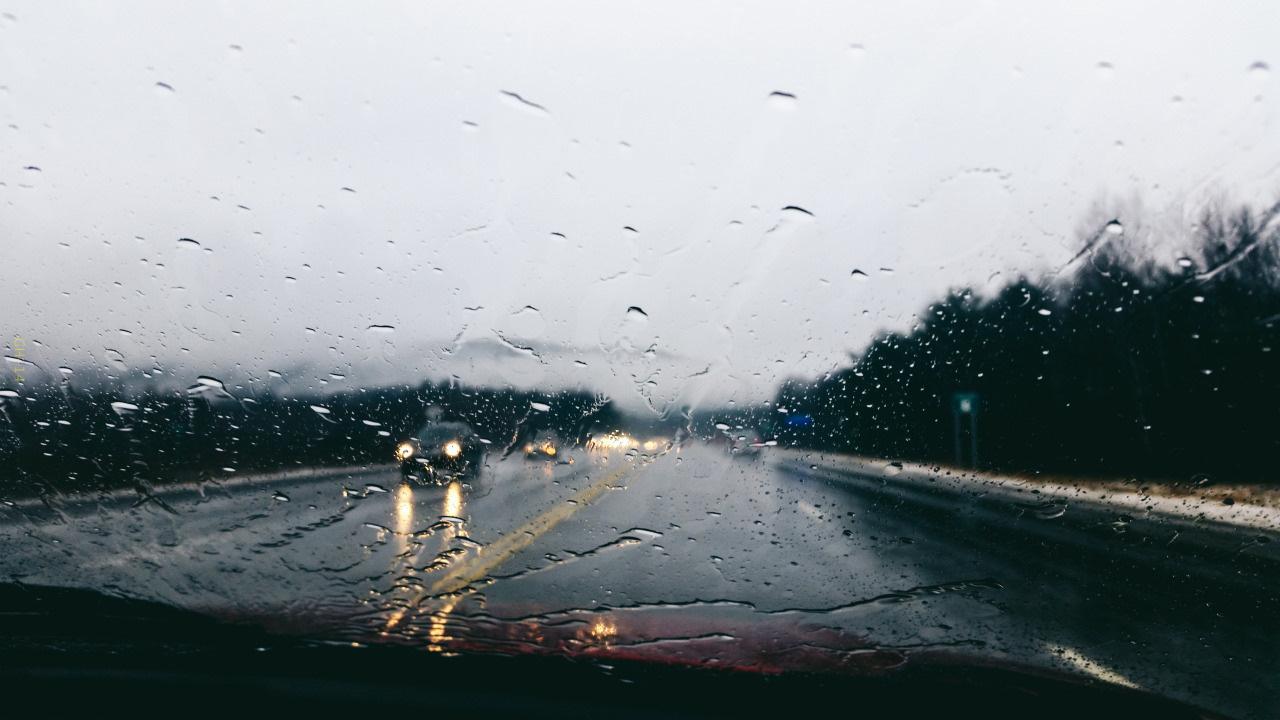 любительских картинка машина едет в дождь подскажет