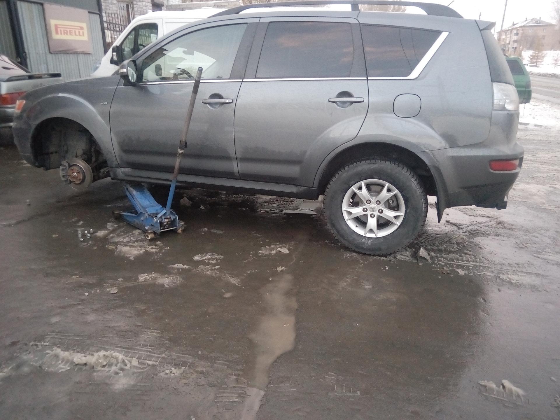 Митсубиси xl автомат попал в грязь