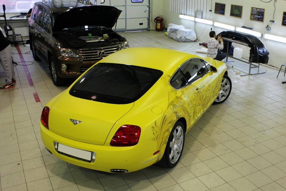 бентли желтый