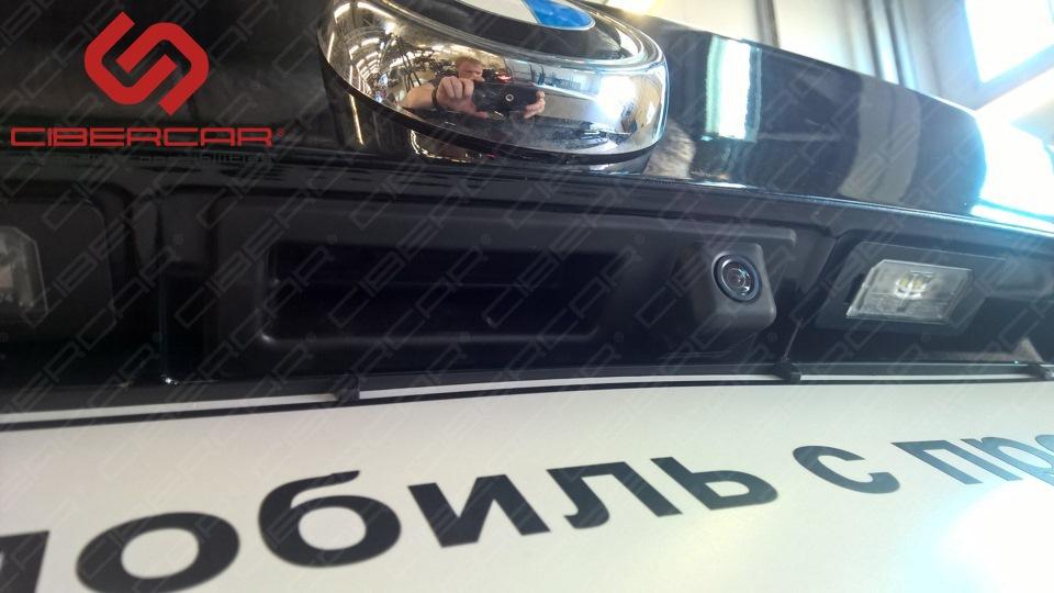 Камера заднего вида BMW.