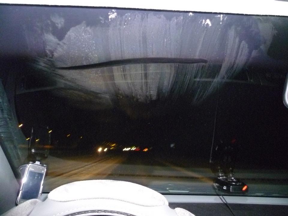 Почему замерзает внутри лобовое стекло