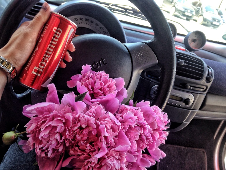 Голые девушки с цветами