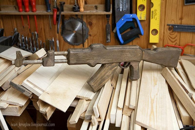 Видео как сделать автомат из дерева