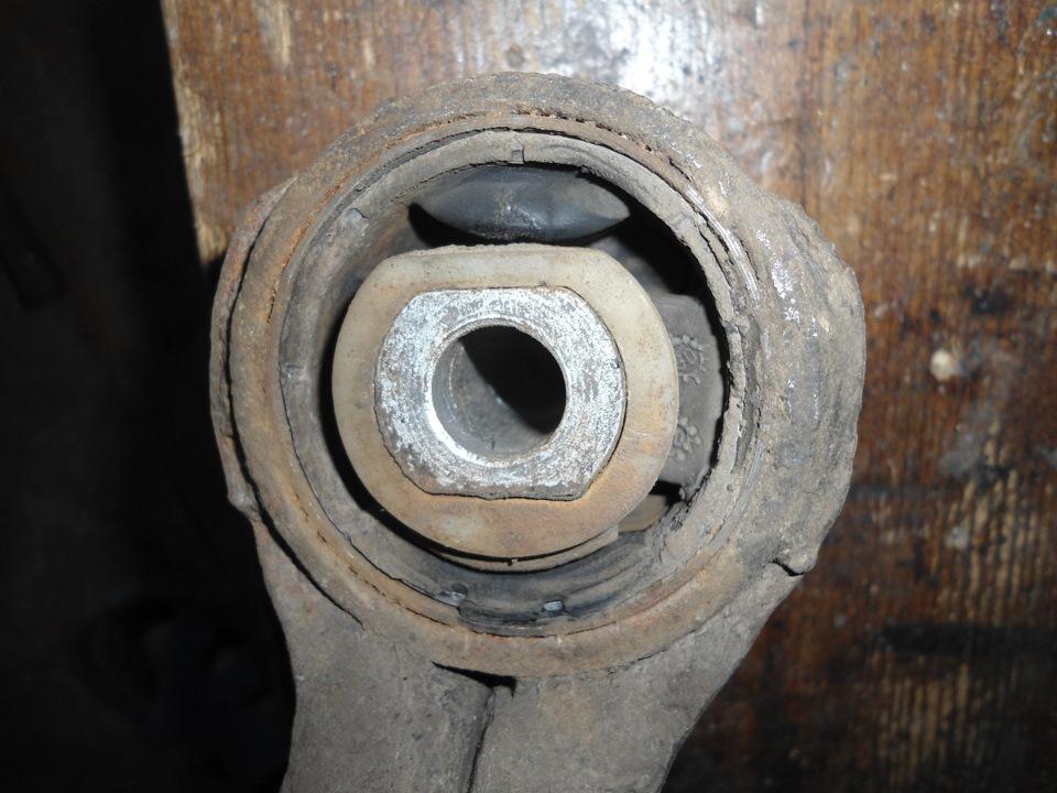 bmw стрелка на сайлентблоке переднего рычага