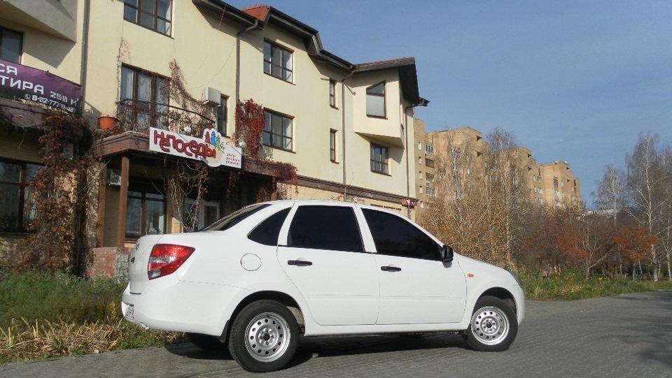 Гранта в белом цвете автомобиль без вложений на гарантии авто куплен за наличные своевременное обслуживание
