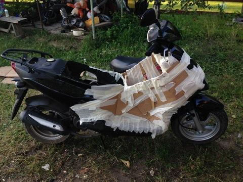 Закартоненый скутер.