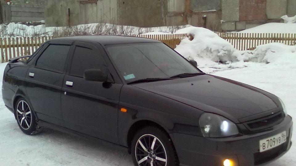 Лада приора седан чёрный снег