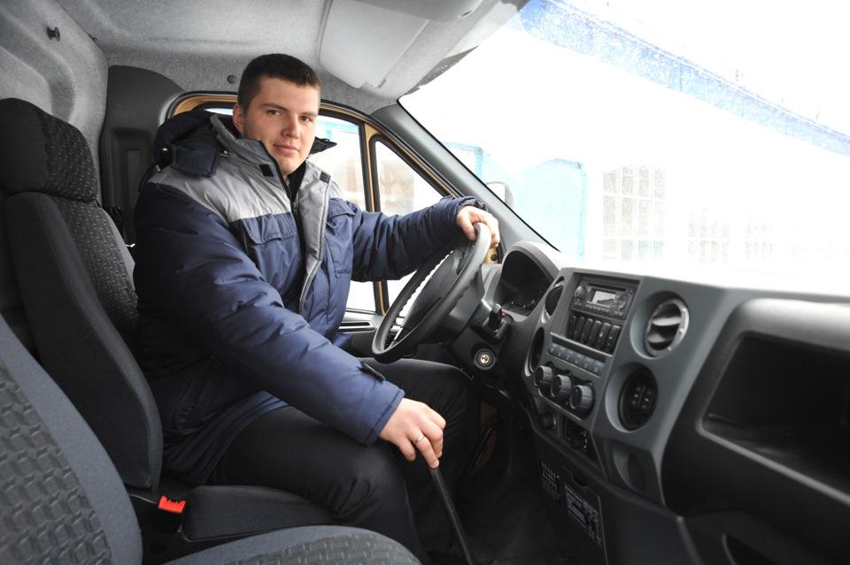 Основная часть техники пока в пути, на объект прибыла лишь пара единиц. Но водители уже признаются, что ездить по якутским дорогам на новом Урале не менее комфортно, чем на грузовом Мерседесе.
