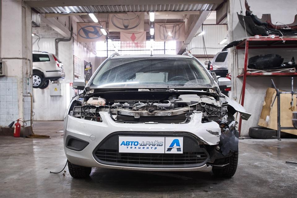 Разборка Ford Focus для проведения кузовного ремонта. Снятие правой фары и поводка щёток стеклоочистителя.