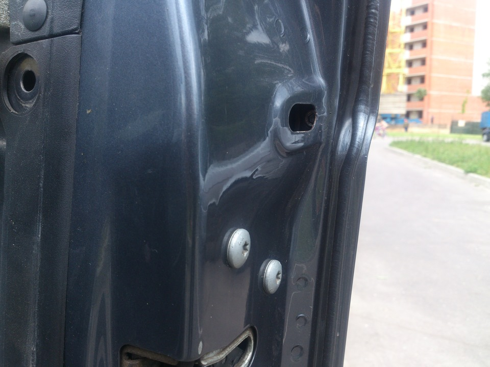 не открывается снаружи передняя дверь toyota