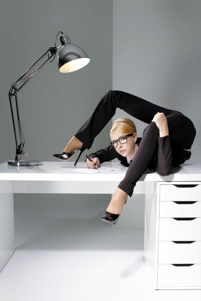 Смешные картинки девушек в офисе, подруги картинки открытки
