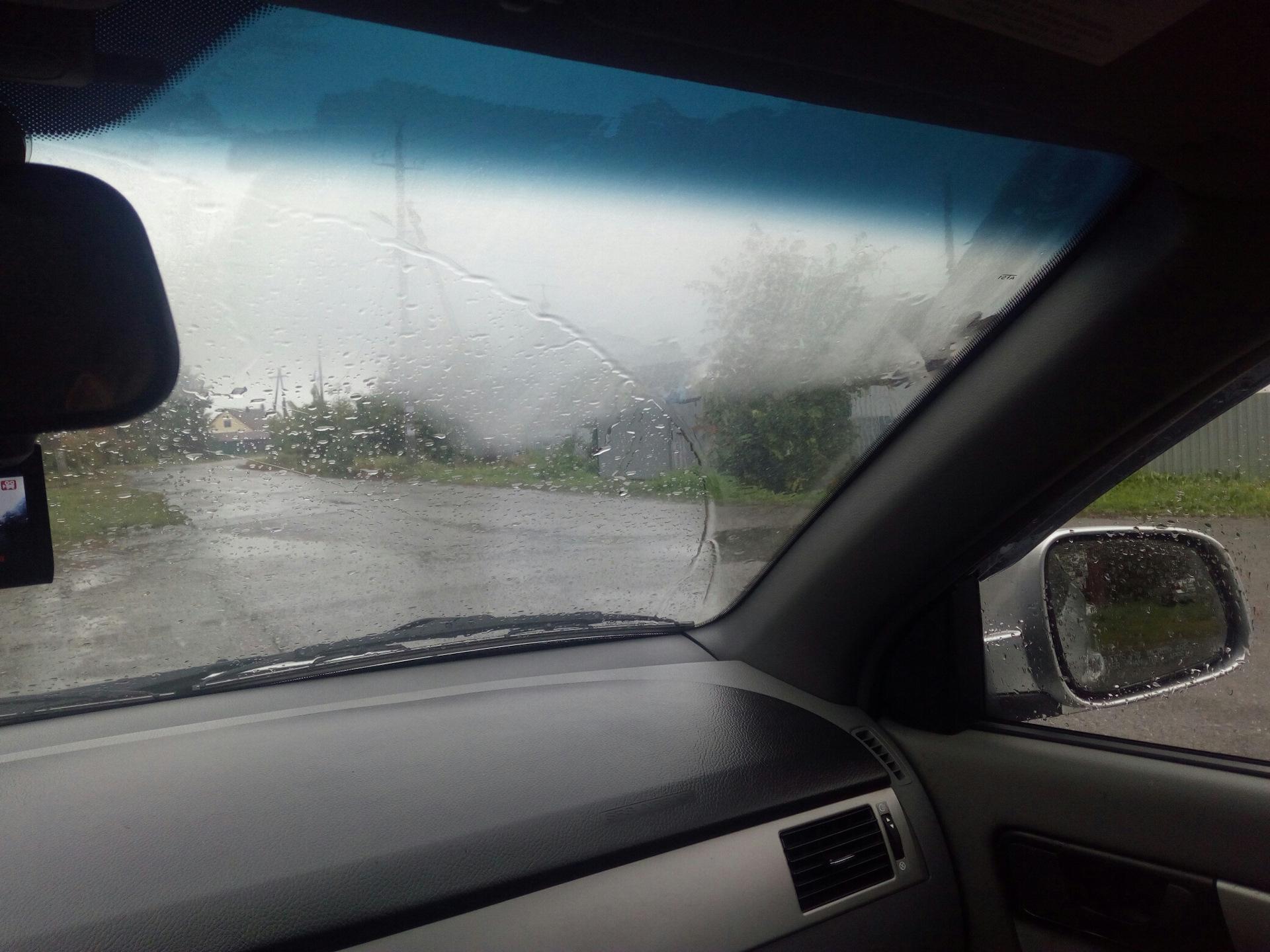 одной потеют стекла внутри машины что делать даже назову