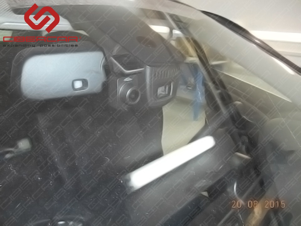 Вид передней видеокамеры от видеорегистратора в BMW F10 528i xDrive.