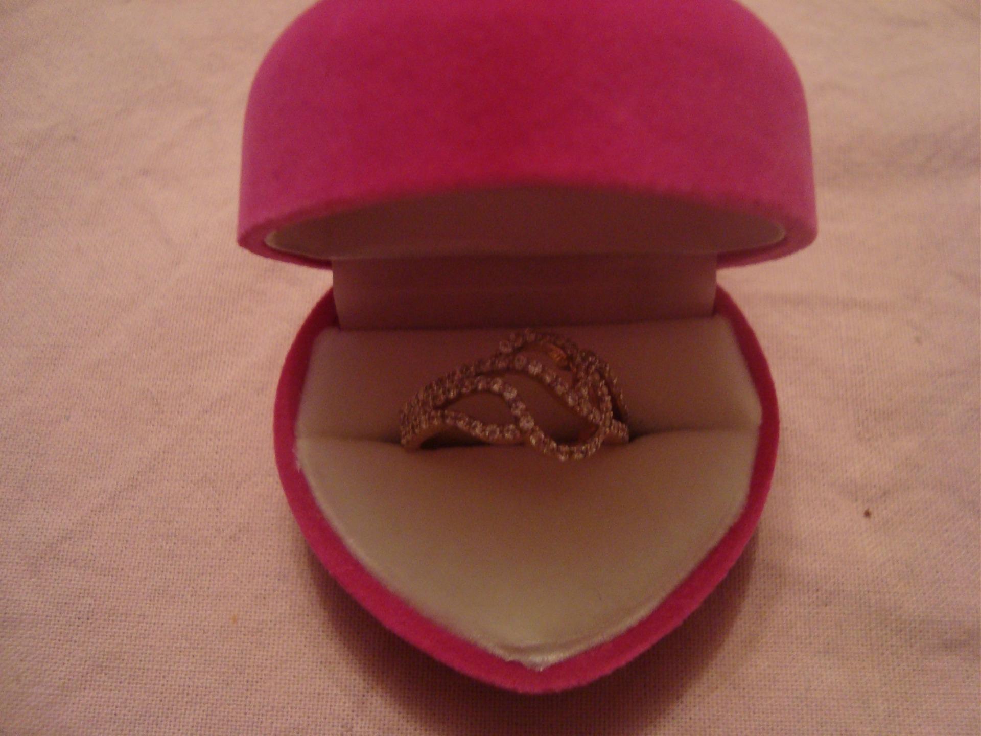 Кольца девушке в подарок фото
