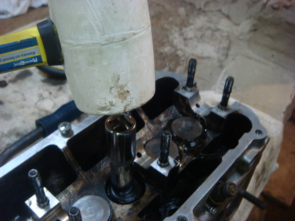Как заменить маслосъемные колпачки на ауди 80