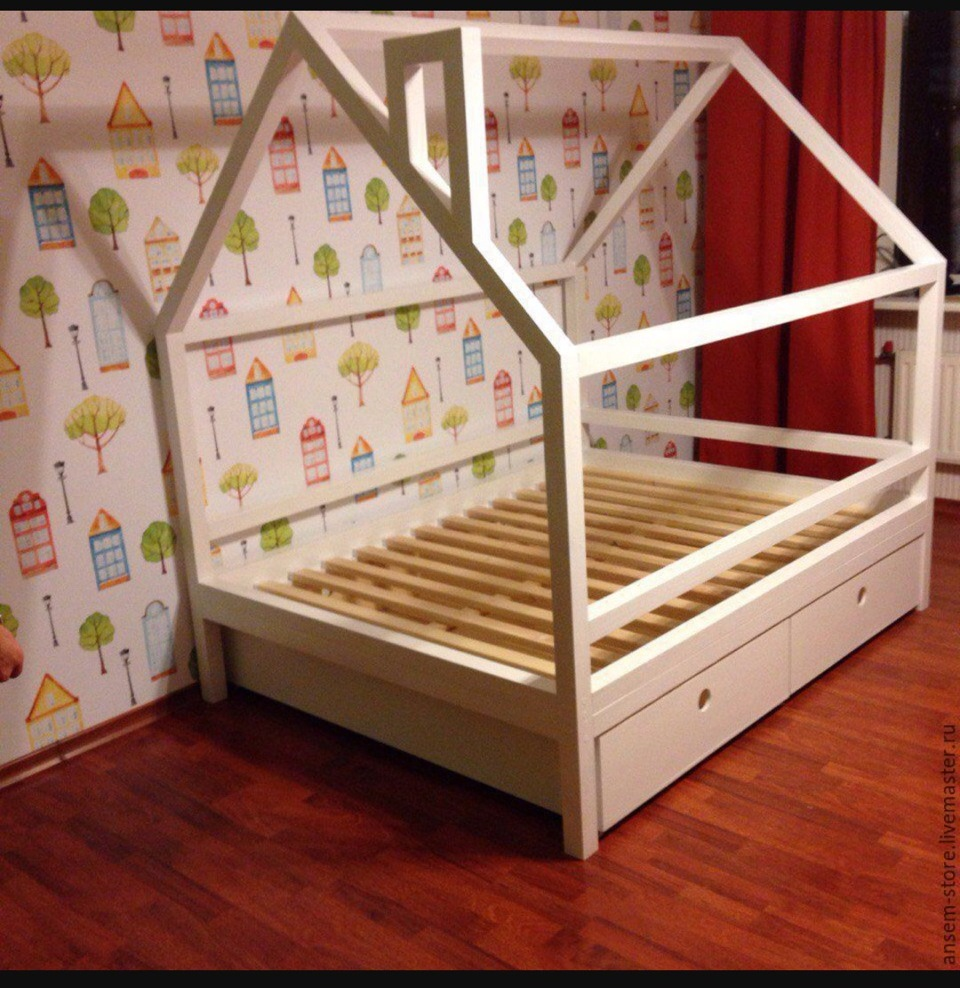 Домик из детской кроватки своими руками.