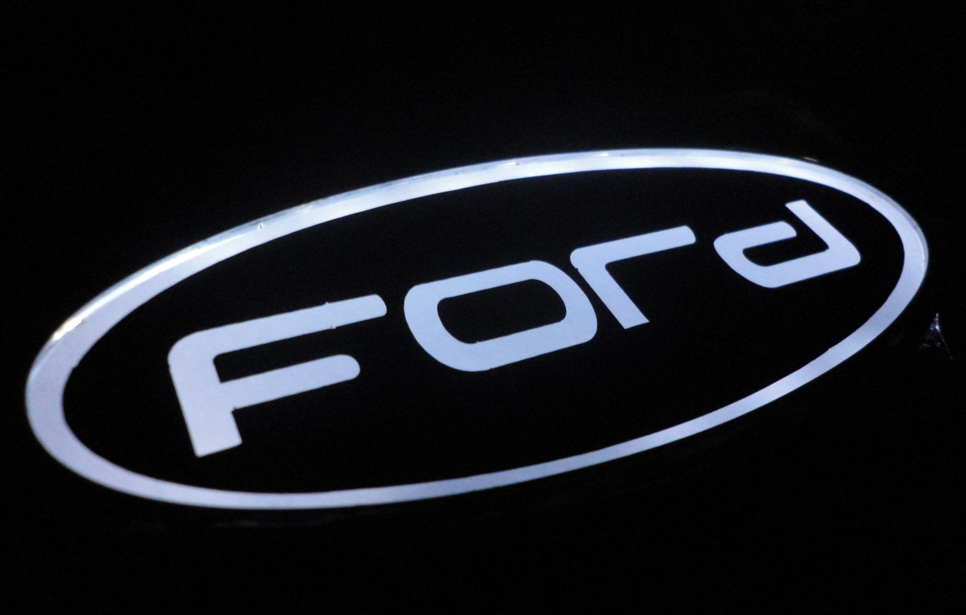 эмблемы автомобиля форд