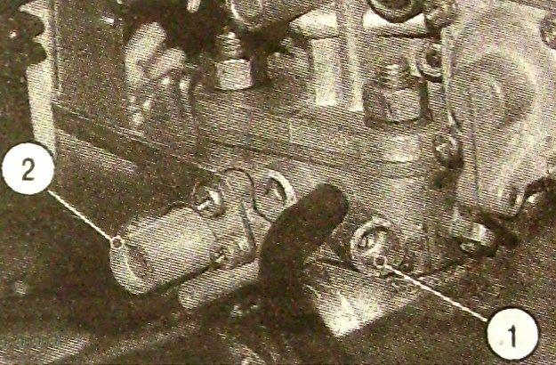 Паронит нередко расслаивается, уменьшая, а то и перекрывая сечение каналов на нижней части блока дросселей.