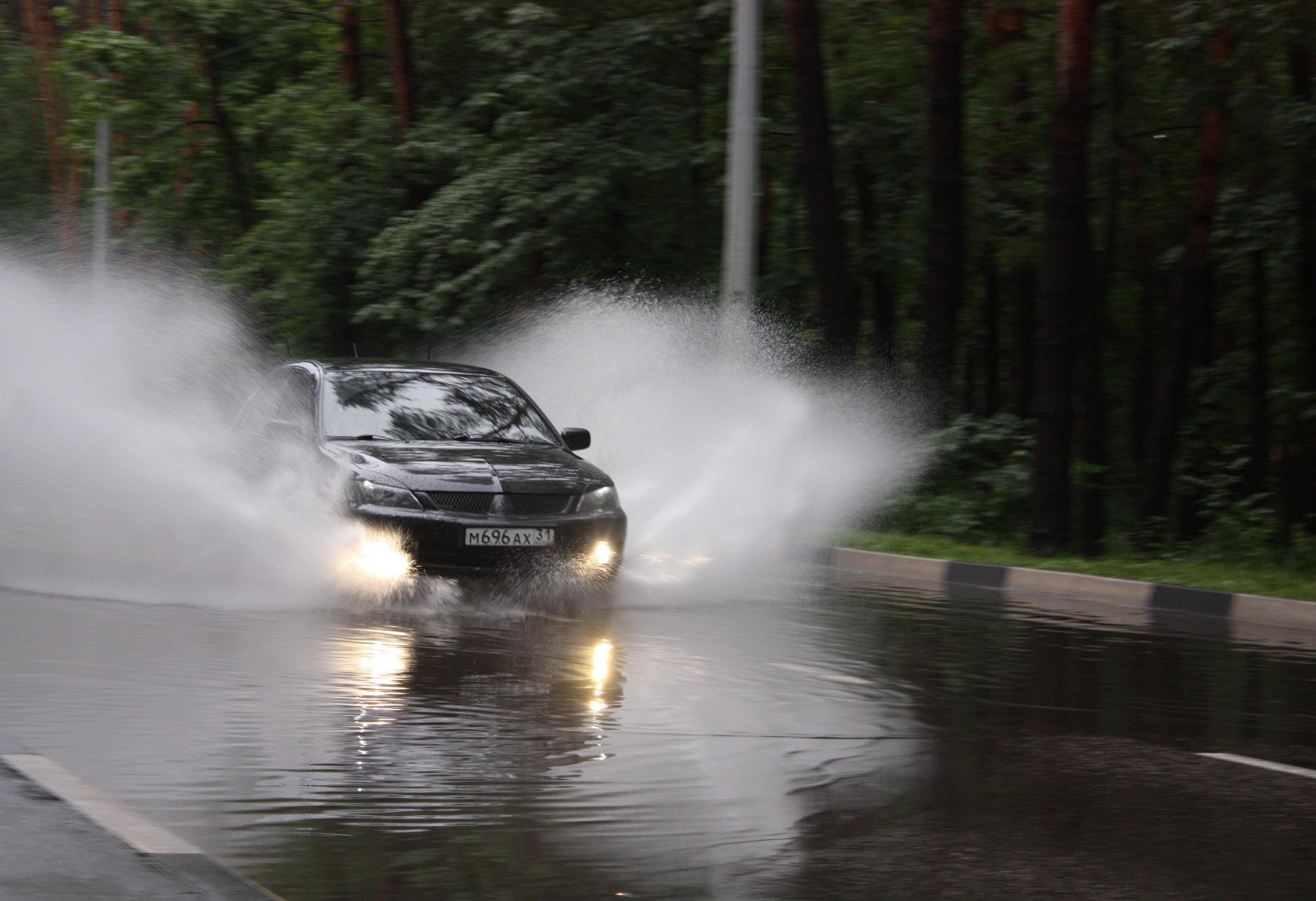 ходу картинка машина едет в дождь услуги