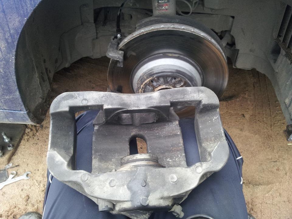 Замена переднего тормозного цилиндра e90 Замена шаровой рено меган 2
