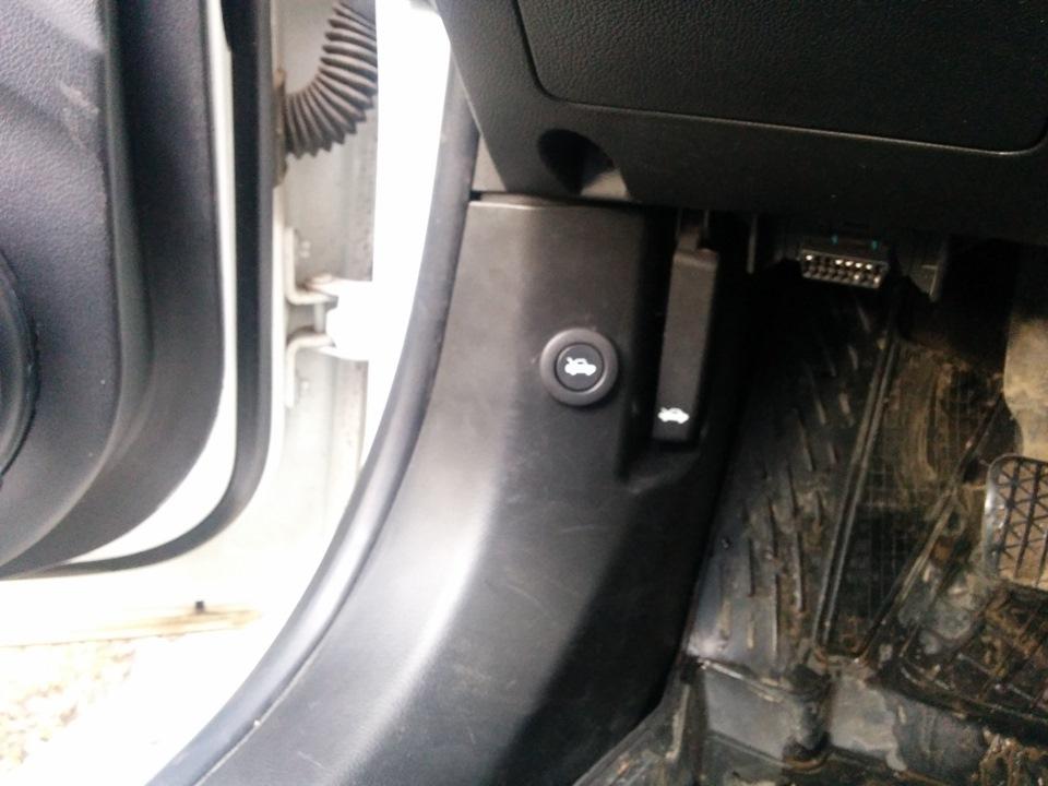 chevrolet aveo 2012 кнопка открывания багажника