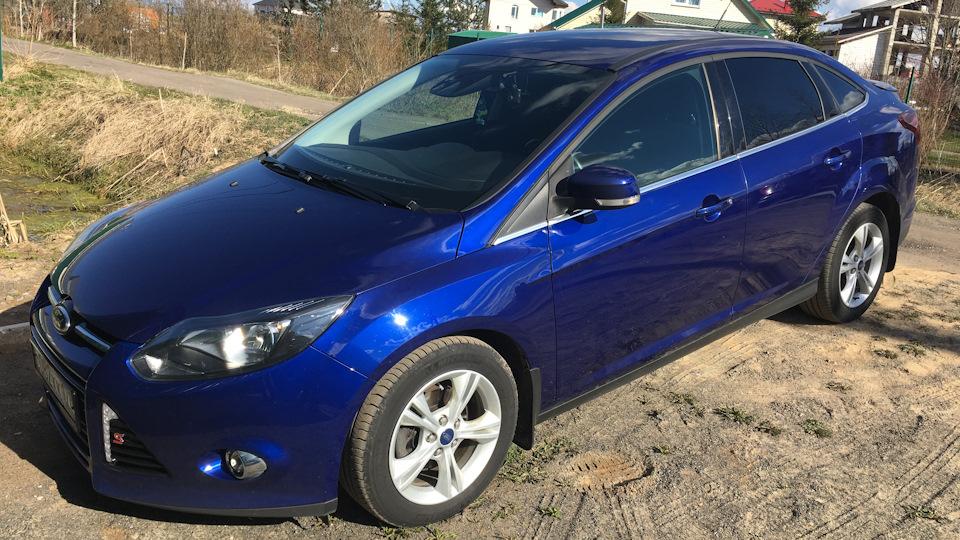 ford focus iii sedan blue