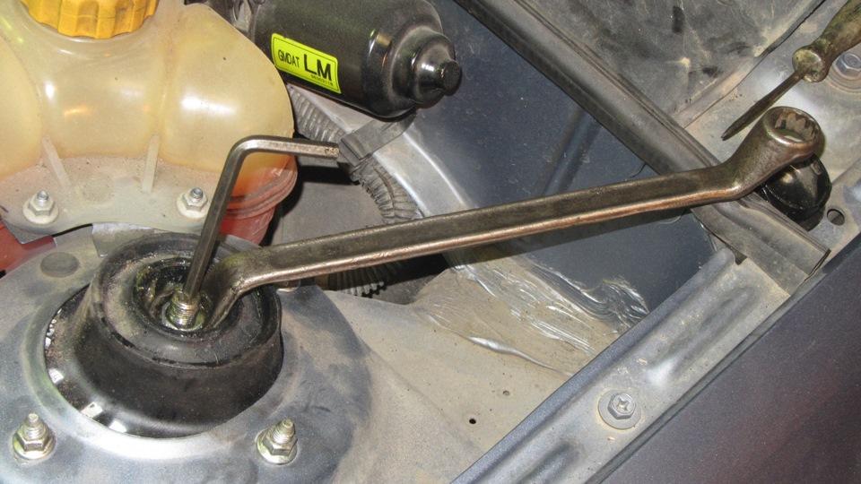 Как заменить шаровые на ланос без съемника