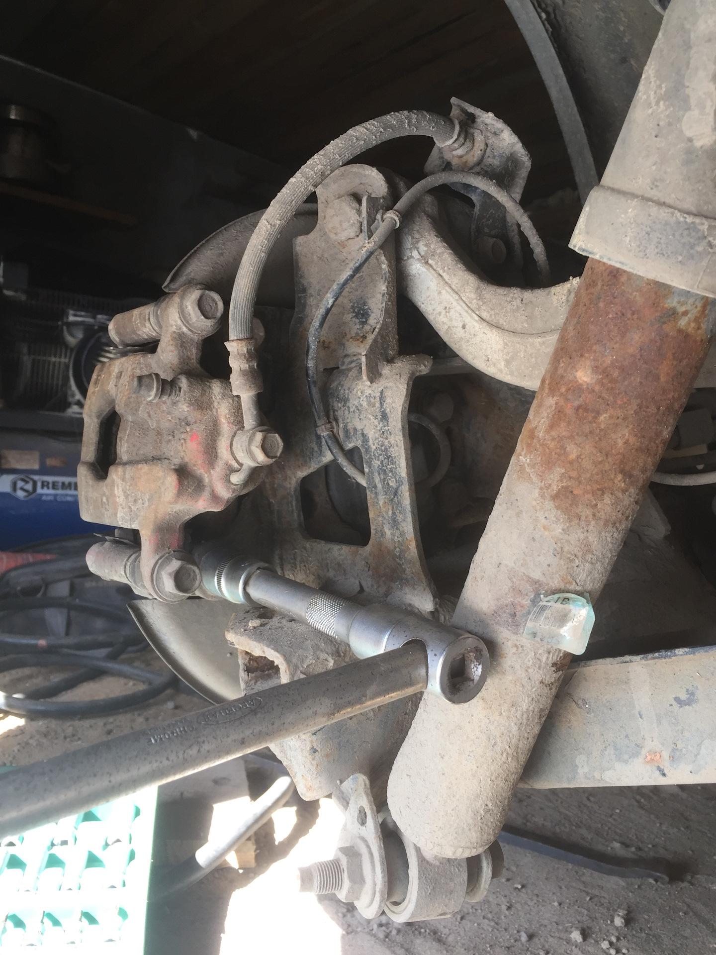 Замена сайлентблока нижнего рычага кашкай j10 Замена переднего тормозного цилиндра вольво 850